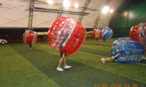 O noua distractie la Delfin Arena - Bubble Football